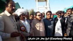 د بلوچستان ټرانسپورټ وزیر جعفر خان مندوخېل په ژوب کې د یوې پرمختیايي منصوبې لیدنه کوي