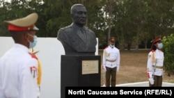 Памятник генералу Иссе Плиеву в Гаване (Куба)