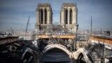 """Година и половина след пожара, който унищожи голяма част от покрива и интериора на катедралата """"Нотр Дам"""", възстановителните работи продължават."""