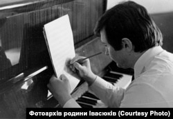 Володимир Івасюк за роботою проводив багато годин