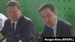 Аким Северо-Казахстанской области Кумар Аксакалов и премьер-министр Казахстана Бакытжан Сагинтаев. Петропавловск, 20 июля 2017 года.
