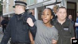 Unul din tinerii implicați în violențele din sudul Londrei, reținut de poliție
