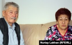 Рамазан Керімбайұлы (сол жақта) мен Лидия Тұматайқызы (оң жақта). Алматы, 29 қазан 2012 жыл.