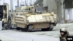 بسیاری از نیروهای بریتانیایی در پایگاهی نظامی در بصره مستقر هستند.
