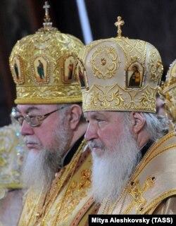 Московський патріарх Кирило (праворуч) і глава Польської православної церкви, митрополит Савва. Москва, 20 листопада 2011 року
