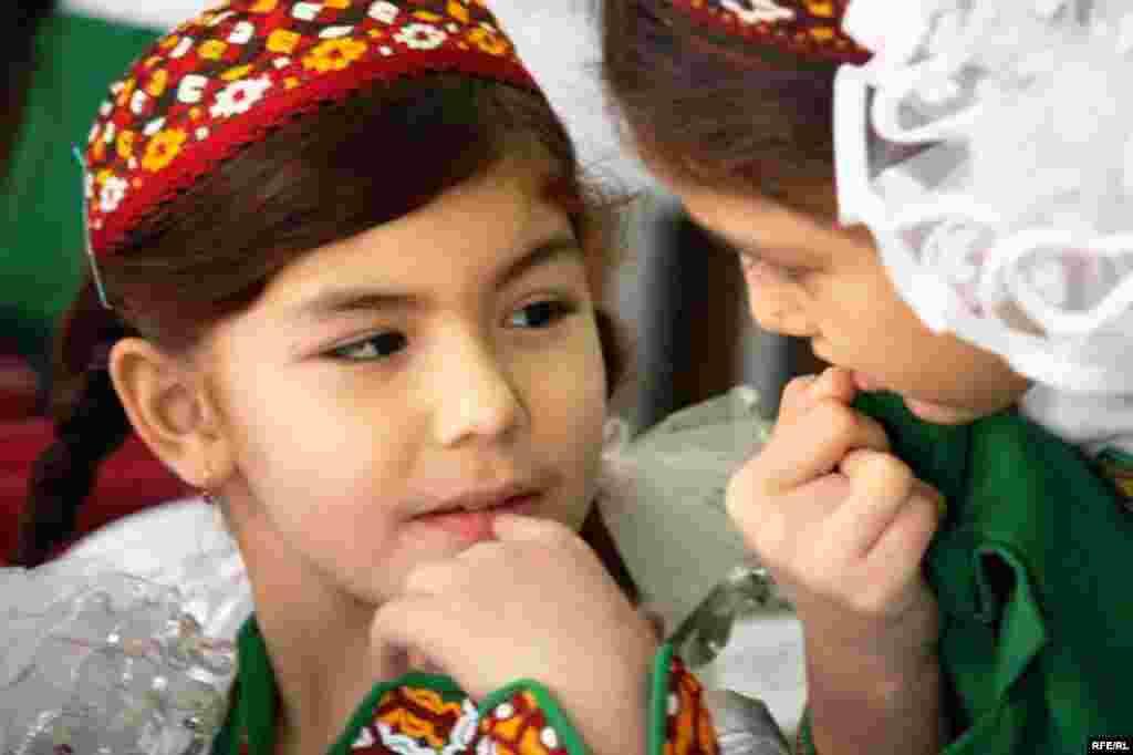 Aşgabatdaky türkmen - rus mekdebi #17