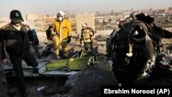 هواپیمای ساقط شده دارای ۱۶۷ مسافر و ۹ خدمه پروازی بود که تمام افراد در این سانحه جان خود را از دست دادند.