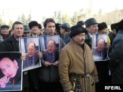 Оппозиция қайраткері Алтынбек Сарсенбайұлымен қоштасу рәсімі. Алматы, 15 ақпан 2006 жыл.