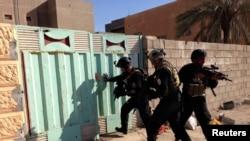 قوات عراقية خلال اشتباك مع داعش في الرمادي - 26 شباط 2014