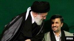 آیتالله علی خامنهای رهبر ایران در سال ۸۸ مواضع خود را به محمود احمدینژاد نزدیکتر دانسته بود.
