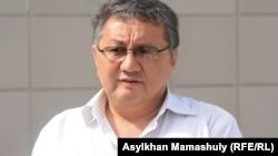 """""""Шетпе сотындағы"""" адвокаттардың бірі Бералы Сейітмағамбетов. Ақтау, 11 мамыр 2012 жыл."""