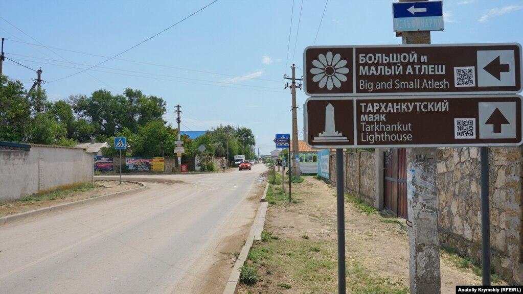 Главные достопримечательности полуострова Тарханкут расположены в нескольких километрах от Оленевки.