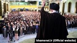 آیت الله خامنه ای در دیدار با دانشجویان و دانش آموزان،سه شنبه ۱۲آبان