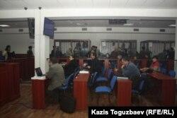 Общий вид во время обеденного перерыва в заседании Выездного суда специализированного межрайонного военного суда по уголовным делам на процессе по «Хоргосскому делу». Алматы, 28 января 2014 года.