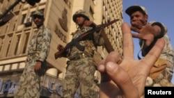 Солдаты египетской армии на улицах Каира