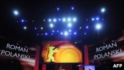 """Роман Полански не присутствовал на вручении """"Серебряного медведя"""" - гран-при 60-го Берлинского кинофестиваля, 20 февраля 2010 года"""