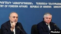 Իրանի արտգործնախարար Ալի Աքբար Սալեհին եւ Հայաստանի արտգործնախարար Էդվարդ Նալբանդյանը մամուլի ասուլիսում, 8 նոյեմբեր, 2011