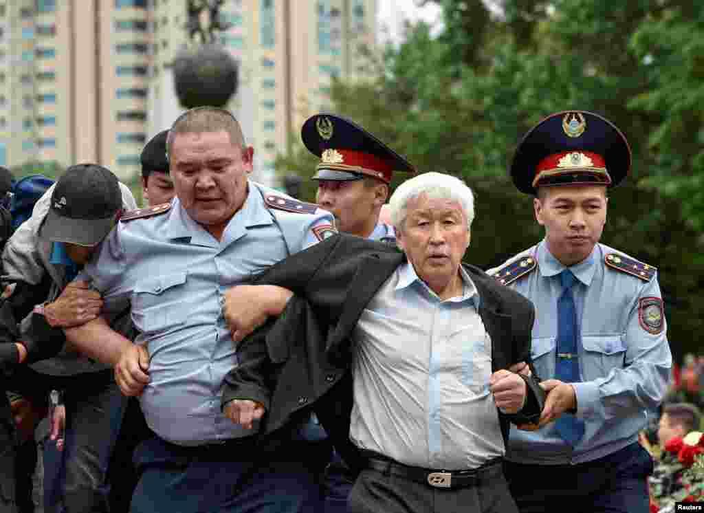 Алматы полиция департаменті мен ішкі істер министрлігі ұстауларға қатысты мәлімдеме жасаған жоқ.