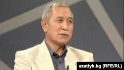 """Председатель государственной комиссии по делам религии Кыргызстана Орозбек Молдалиев в студии радио """"Азаттык""""."""