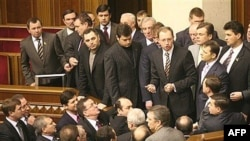 Так не доставайся ж ты никому. Привычная сцена из жизни украинских парламентариев
