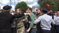 9 травня у Запоріжжі: червоні прапори, сутички та портрети героїв «Гри престолів» (відео)