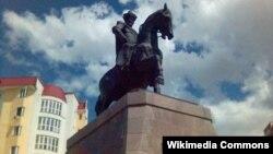 Памятник Кенесары-хану в Астане.