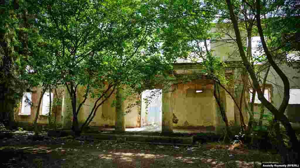 Село Ишунь в Красноперекопском районе. Остатки от сельского клуба