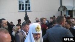 Патріарх Кирило біля стін Корецької обителі, 2 серпня 2009 р.