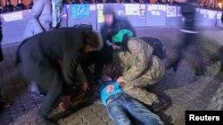 اعتراضات در شب جمعه و بامداد شنبه به خشونت کشیده شد