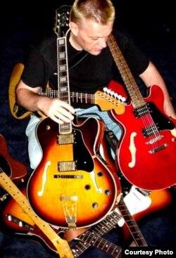 Кожная гітара — як жонка