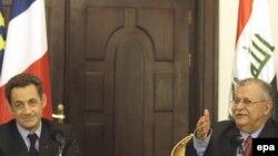 جلال طالبانی به همراه نيکولا سرکوزی در نشست خبری مشترک، بغداد ۲۲ بهمن ۱۳۸۷