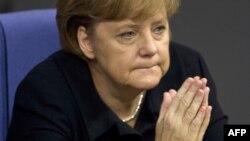 Германия канцлері Ангела Меркель ел парламенті - Бундестагта сөз сөйлеп тұр. Берлин, 2 желтоқсан 2011 жыл.