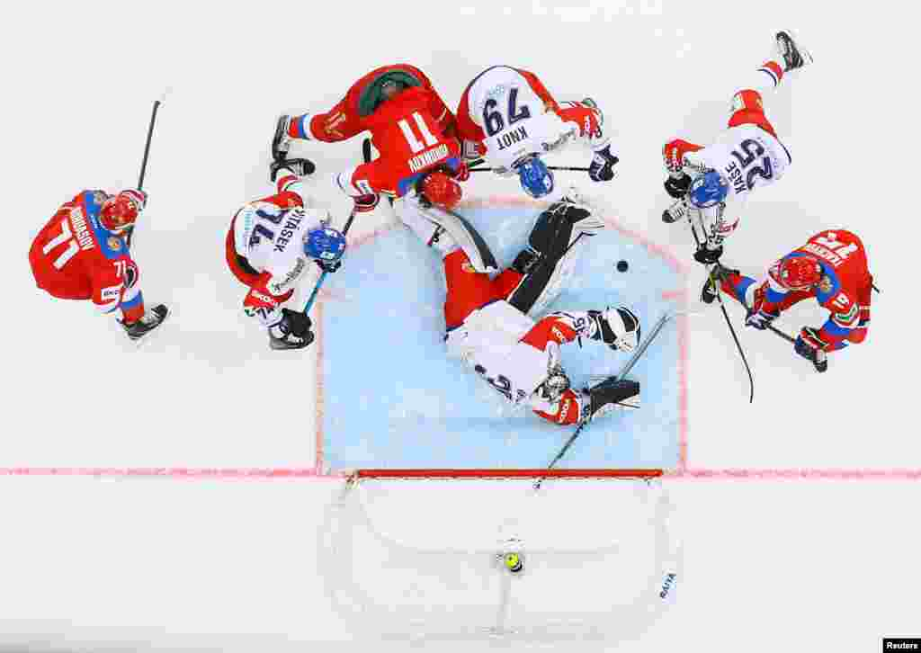 Russian and Czech ice hockey players take part in a goalmouth scramble during their Euro Hockey Tour match in Moscow. (Reuters/Evgenia Novozhenina)