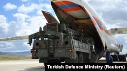Pjesët e para të sistemit rus S-400, arritën në Ankara më 12 korrik.