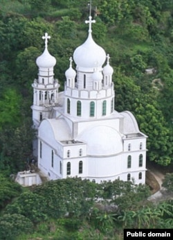 Недавно построенная православная церковь в Гватемале
