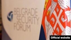 Logo Foruma i zastava Srbije