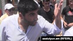 Հայաստան -- Անհայտ անձը սպառնալիքներ է հնչեցնում Ազատության հրապարակում նստացույց անցկացնող ակտիվիստների հասցեին, Երևան, 22-ը հունիսի, 2015թ․