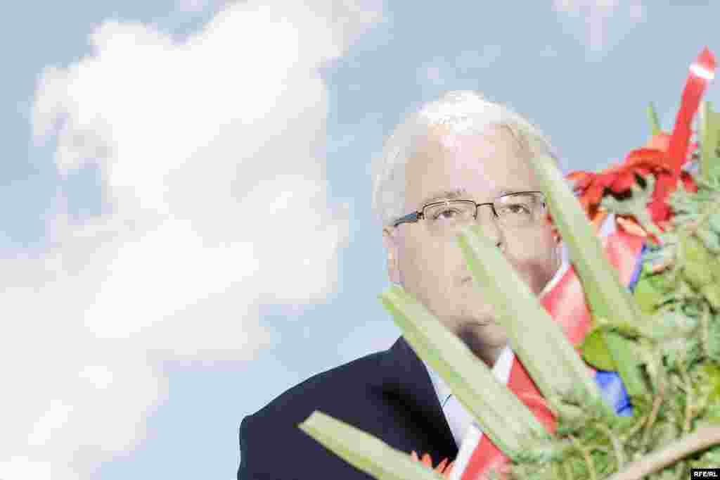 FOTO: BORIS MILJEVIĆ - Predsjednik Hrvatske, Ivo Josipović, odaje poštu žrtvama u Sijekovcu, 30. maj 2010.