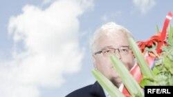 Predsjednik Hrvatske Ivo Josipović odaje poštu žrtvama u Sijekovcu, 30. svibanj 2010. Foto: Boris Miljević
