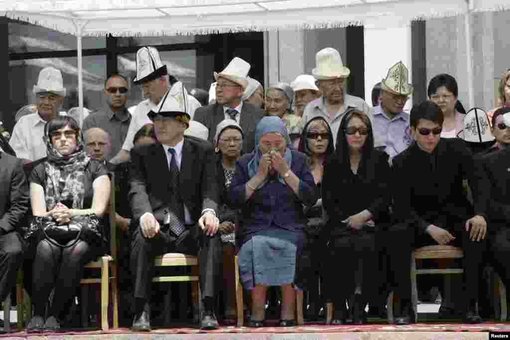 Chingiz Aitmatov's family gather for his funeral in Bishkek on June 14, 2008.