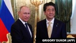 Президент России Владимир Путин и премьер-министр Японии Синдзо Абэ. Москва, 26 мая 2018 года