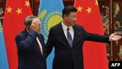 Президент Казахстана Нурсултан Назарбаев (слева) и президент Китая Си Цзиньпин. Ханчжоу, 2 сентября 2016 года.