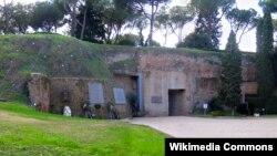 Ардеатинские пещеры, где Прибке участовал в убийстве 335 итальянцев