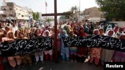 Të krishterët në Pakistan protestojnë për shkak të sulmeve me bomba në një kishë në Peshawar