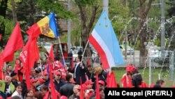 La manifestația care a avut loc luni 1 mai 2017 la Chișinău au fost arborate și steaguri ale Federației Ruse