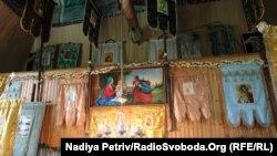 Михайлівську церкву для утеплення віряни обшили пластиком, через що вона втратила первісний вигляд