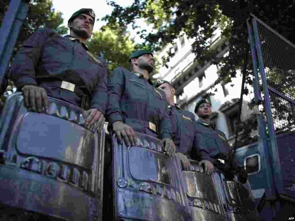 Italija - Protesti - U centru Rima, u blizini trga Barberini, održane su demonstracije protiv samita lidera zemalja G8.