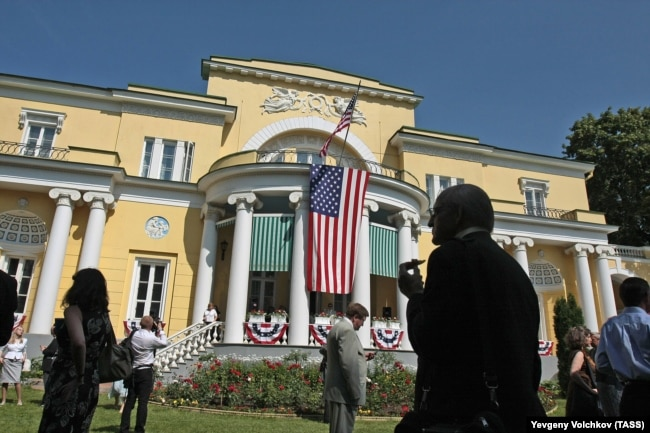 Arthur Hartman, the U.S. ambassador at the time and his wife, Donna, had to chip in with cleaning their own official residence, Spaso House (pictured).