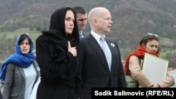 William Hague i Angelina Jolie u Srebrenici, mart 2014.
