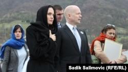 William Hague i Angelina Jolie u Srebrenici, mart 2014.